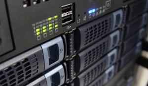 אחסון מידע בענן או בשרת